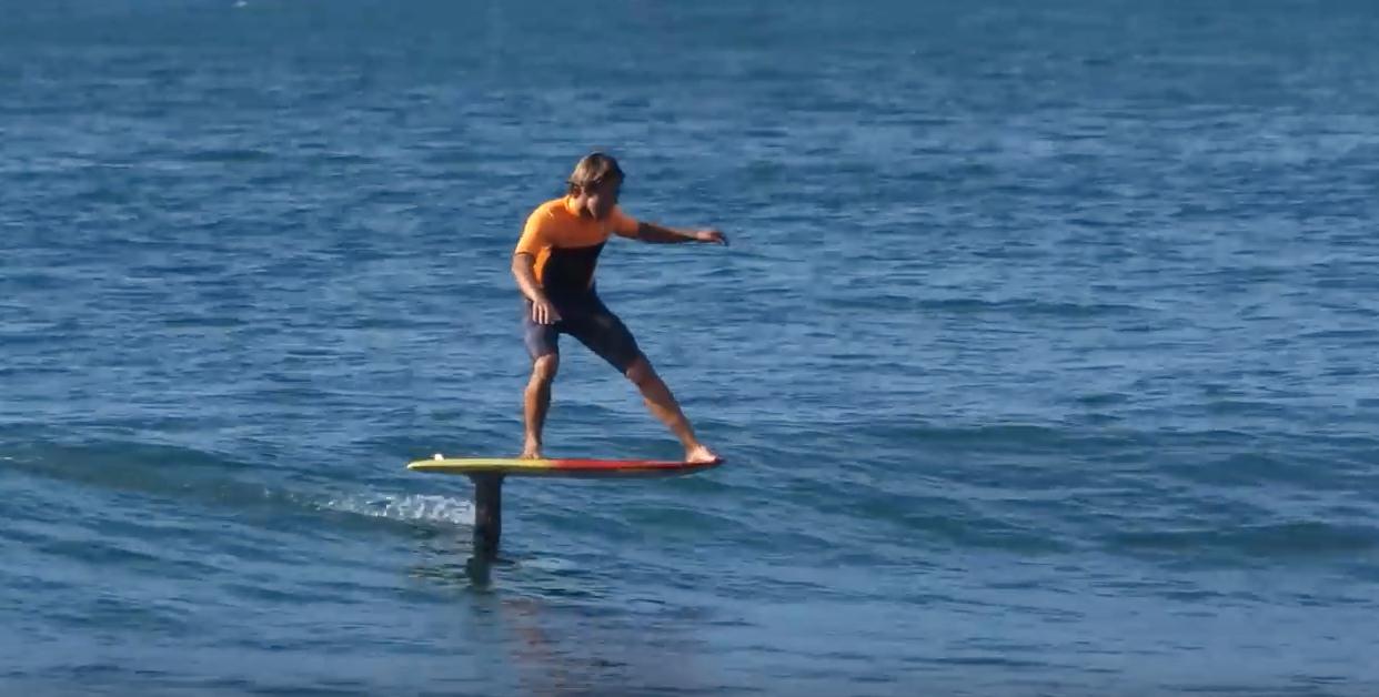 סופר צלם ים :: קאי לני גלש ברציפות על 11 גלים עם ההידרופויל LS-44