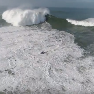 How long can you hold your breath? Surfer takes six waves on the head - Nazare