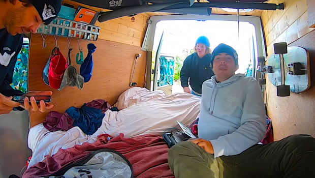 the adventures of 3 french friends - the Juju Cam crew - on a van trip in Lacanau near Bordeaux, (France). Surf, skate, freesbie, junk food... all the ingredient for a killer surf trip.