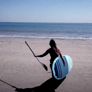 Follow Alice Arutkin on a sunny SUP session at her local spot in France. Nice flat conditions are on the menu for this short beach session, perfect for flying a drone and capturing some epic shots!