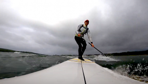 No matter the weather, the Locus Sport crew will get out onto the water. Join them on this rainy downwind session in Brittany!