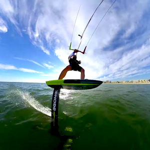 Follow Patrice Guénolé on a sweet kite foiling session at 8 knots. This wind speed is supposedly ideal for kite foiling! Yet another innovation with the foil board!